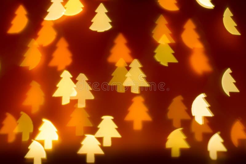 Фонари в форме рождественской елки на темно-красном фоне стоковая фотография rf