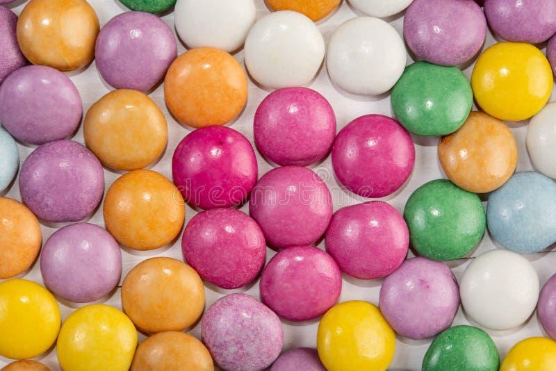 Фоновое изображение конфет круглого шоколада красочное стоковое фото