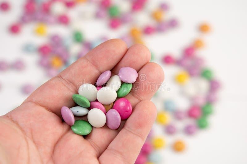 Фоновое изображение конфет круглого шоколада красочное стоковая фотография