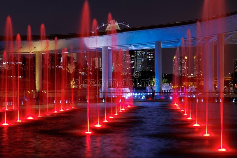 фонтаны красные стоковое изображение rf