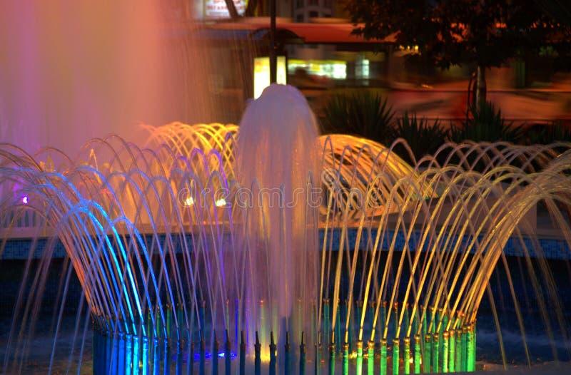 Фонтаны ночи стоковое изображение