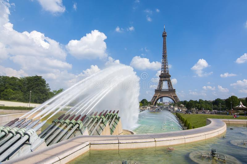 Фонтаны Эйфелева башни и Trocadero, Париж, Франция стоковое фото rf