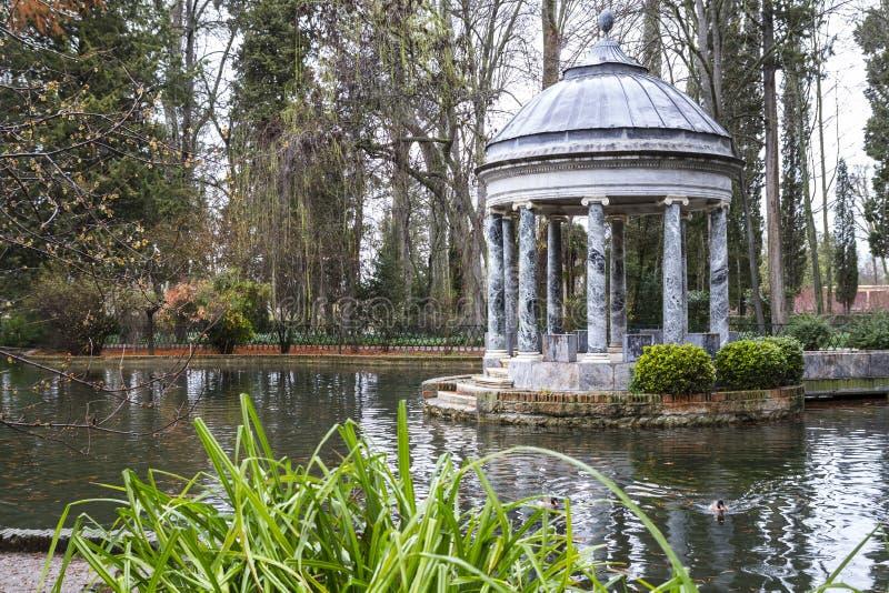 Download Фонтаны Chinoiserie.Ornamental дворца Аранхуэса, Madr Стоковое Фото - изображение насчитывающей сад, снаружи: 37926836