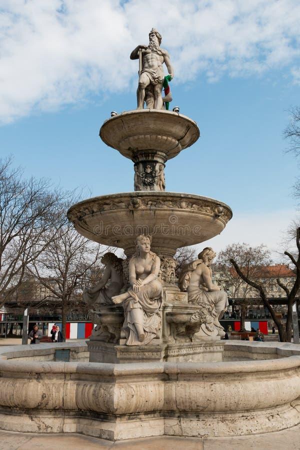 Фонтан Будапешта Danubius в квадрате Erzsebet стоковое изображение