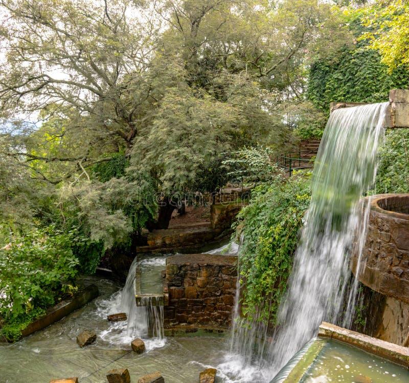 Фонтан водопада холма Cerro Сан Bernardo - Salta, Аргентина стоковая фотография rf