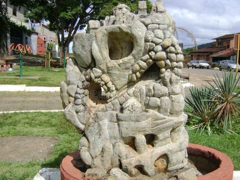 Фонтан высекаенный в камне стоковое фото
