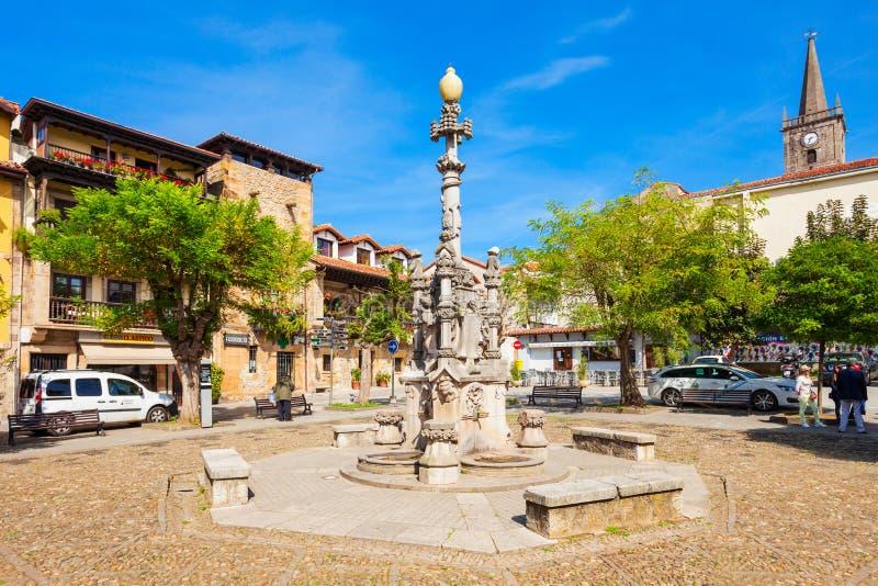 Фонтан в городе Comillas, Испании стоковые изображения rf