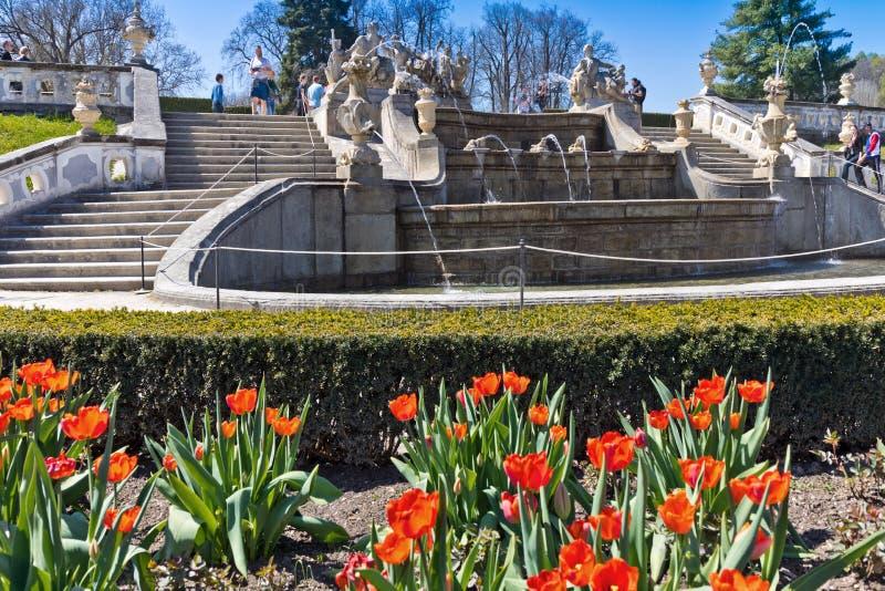 Фонтан в замке, город Чески Крумлов ЮНЕСКО, Южная Богемия, Чешская республика, Европа стоковое фото rf