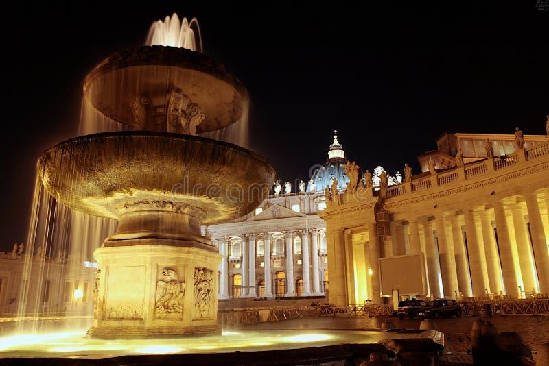 Фонтан в квадрате St Peter стоковые изображения