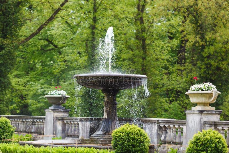 Фонтан в парке Sanssouci стоковые фотографии rf