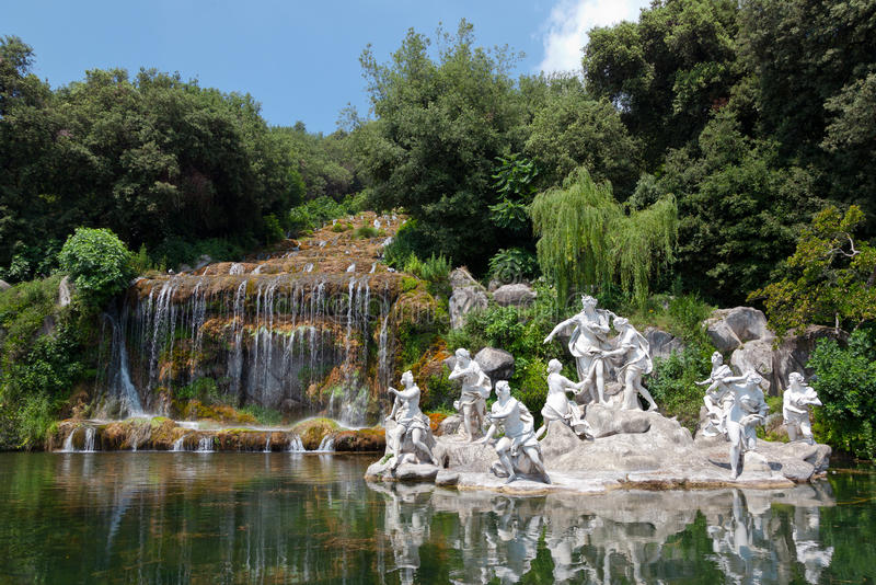 Фонтан Дианы и Actaeon, королевского дворца, Казерты, Италии стоковая фотография