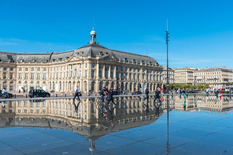 Фонтан зеркала в Бордо, Франции стоковое фото