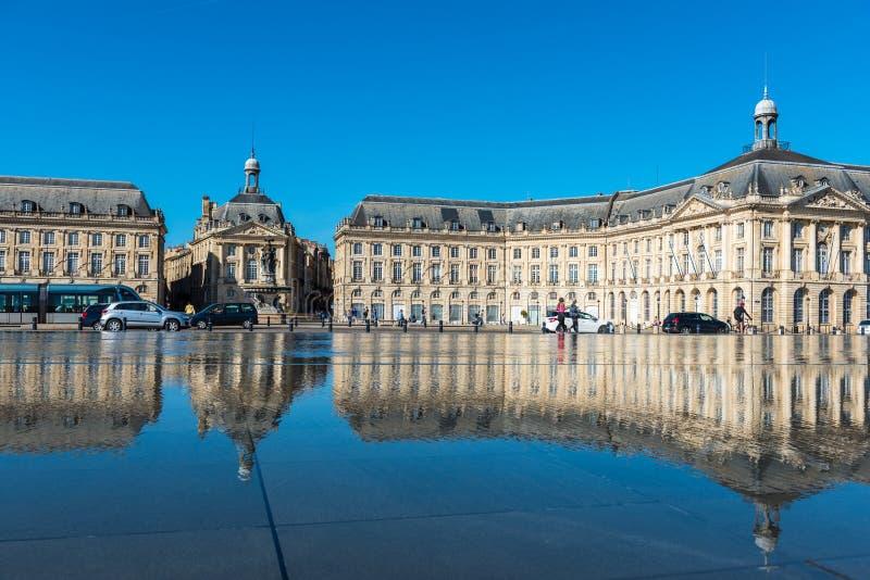 Фонтан зеркала в Бордо, Франции стоковые фото