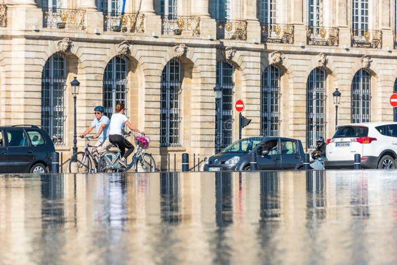 Фонтан зеркала в Бордо, Франции стоковое изображение