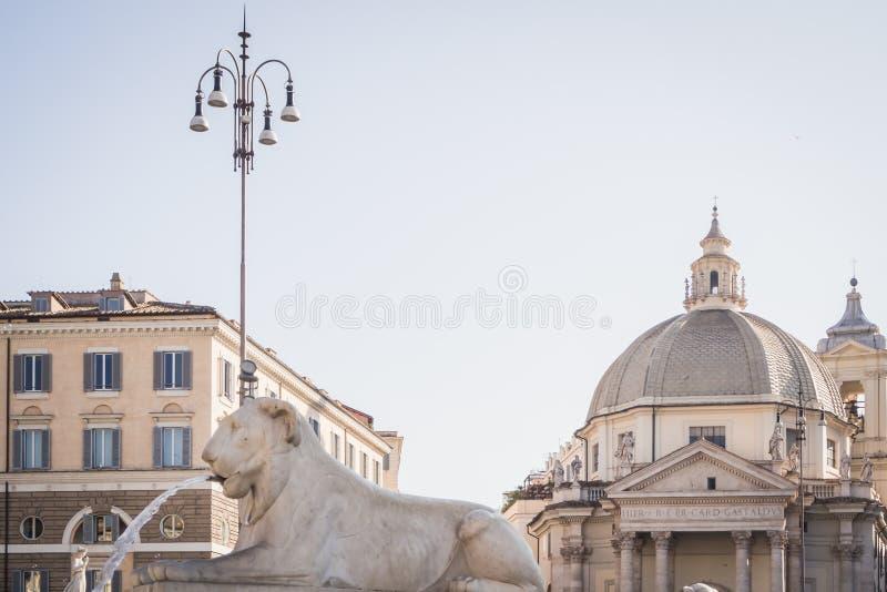 Фонтан льва в Аркаде Del Popolo в Риме стоковая фотография rf
