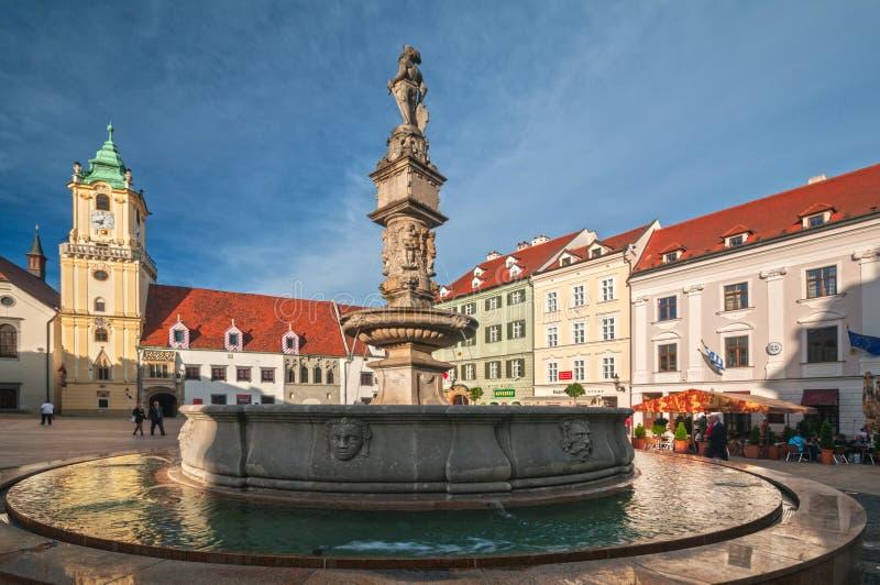 Фонтан Максимилиана фонтана Рональд в Братиславе, Словакии стоковое изображение
