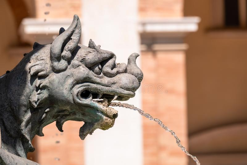 фонтан на Касе Санта della базилики в Италии Марше стоковые изображения rf