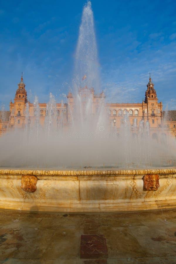 Фонтан на Площади de Espana, Севилье, Андалусии, Испании стоковые изображения rf