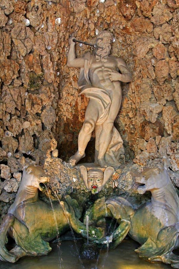 Download Фонтан Нептуна на Schloss Hellbrunn Стоковое Изображение - изображение насчитывающей европа, рот: 33738213