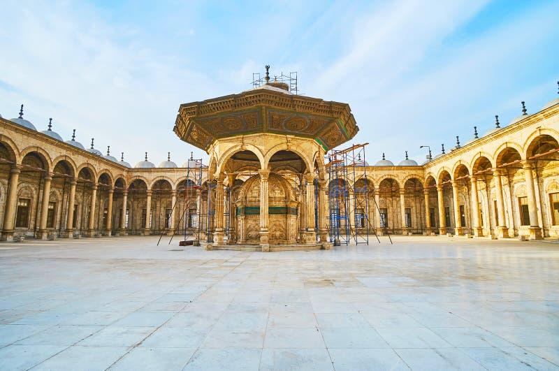 Фонтан омовения мечети алебастра, цитадели Каира, Египта стоковые фотографии rf