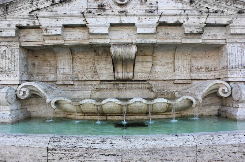 Фонтан перед дворцом правосудия в Рим стоковое изображение rf