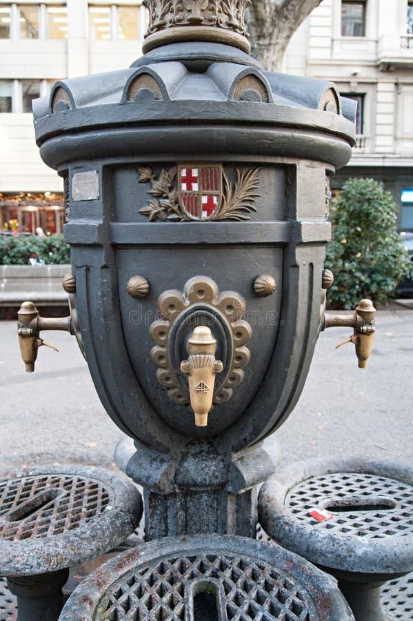 Фонтан публики Барселоны стоковые изображения