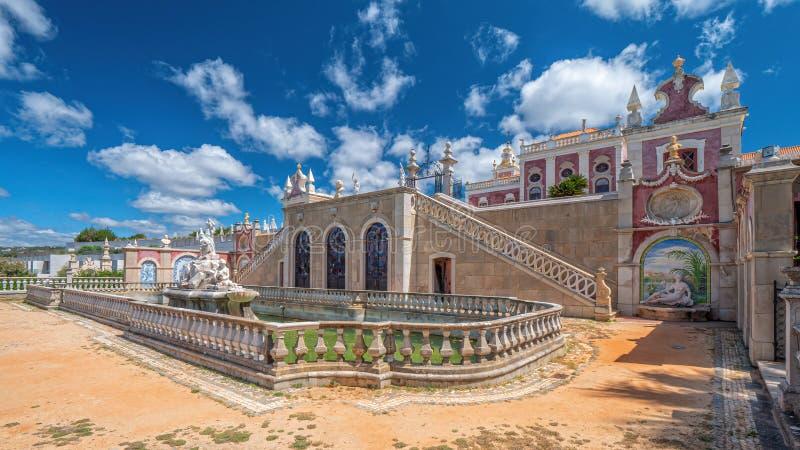 Фонтан сада дворца Estoi, Алгарве, Португалия стоковые изображения
