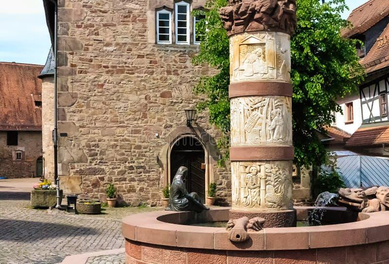 Фонтан сказки в Steinau, Германии стоковая фотография rf