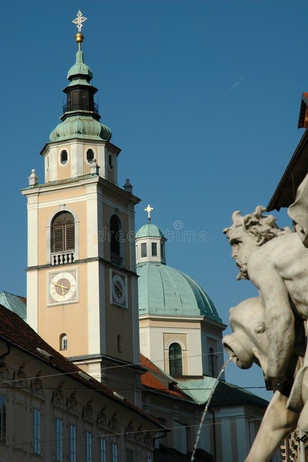 фонтан собора стоковые изображения rf