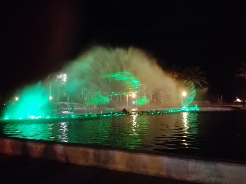 фонтан с светами и музыкой стоковое фото