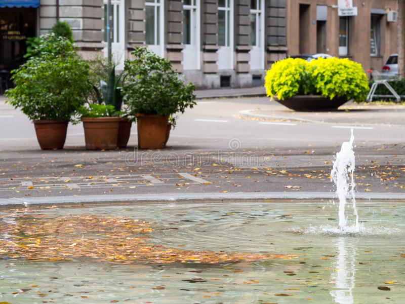 Download Фонтан улицы в Цюрихе стоковое изображение. изображение насчитывающей пусто - 81803379