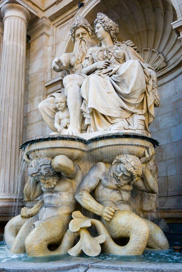 фонтан albertina стоковые фотографии rf