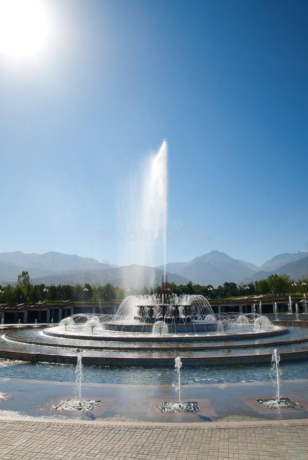 фонтан almaty стоковое фото rf