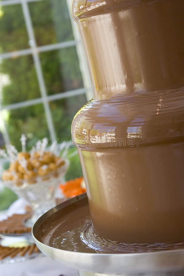 фонтан fondue шоколада расплавил стоковые фотографии rf