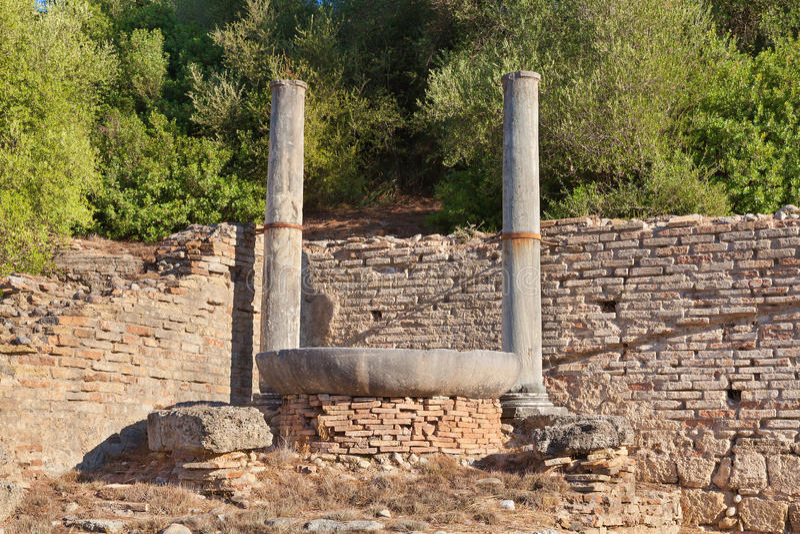 Фонтан Nympheum к Аттику Herdoes в Олимпии Греции стоковое фото