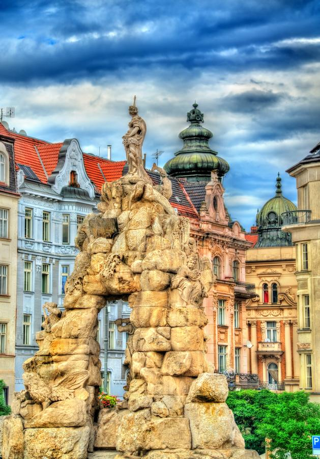 Фонтан Parnas на квадрате trh Zerny в старом городке Брна, чехии стоковые изображения rf