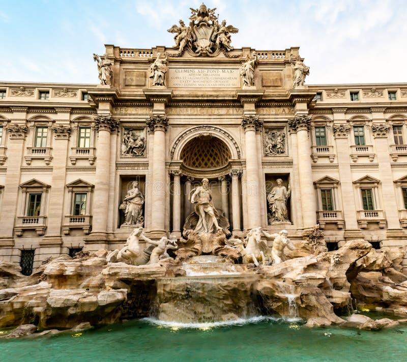 Фонтан Trevi, самый большой барочный фонтан в Риме стоковое изображение rf