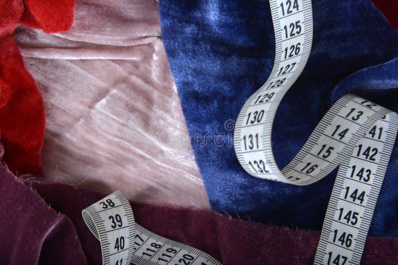 Фон красочных элементов с измерительным сантиметром Обрезка ручной работы стоковые фотографии rf