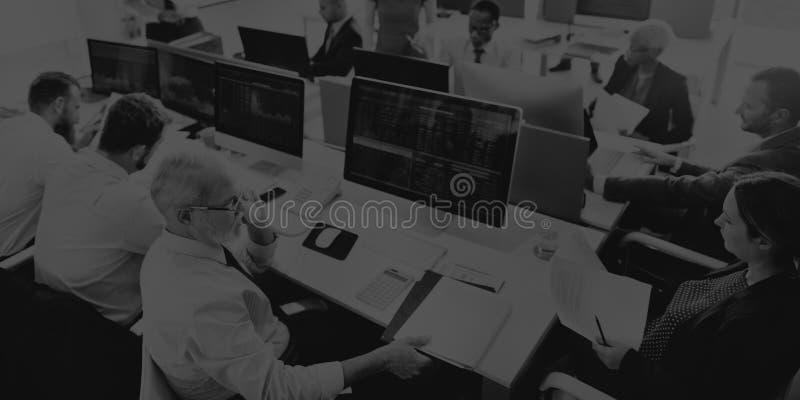 Фондовая биржа занятое Cocnept финансов команды дела стоковая фотография