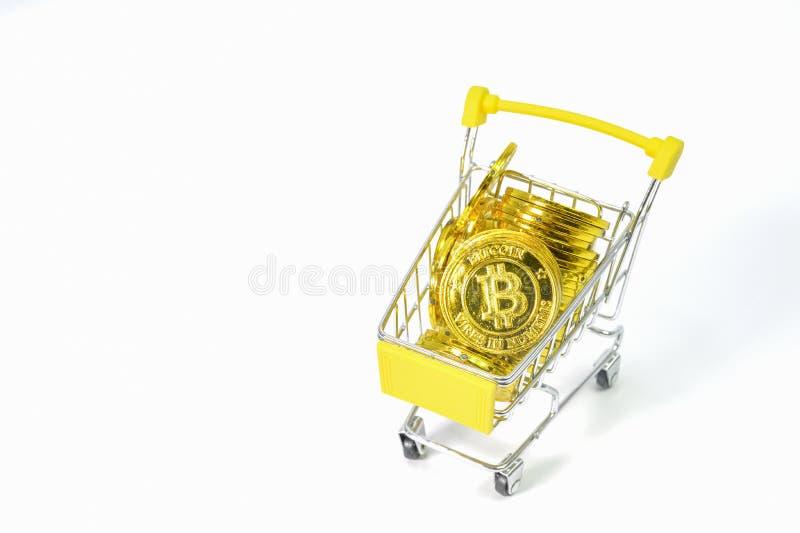 Фон электронной валюты монетки Bitcoin белый стоковые изображения rf