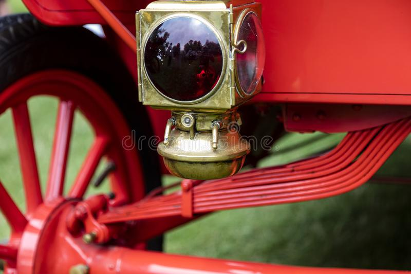 Форд модельный t путешествуя спицы 1909 колеса красного света винтажные стоковая фотография rf