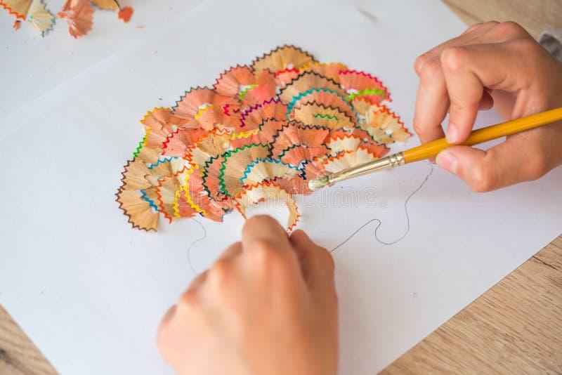 искусстве картинки аппликация дерево из карандашной стружки день