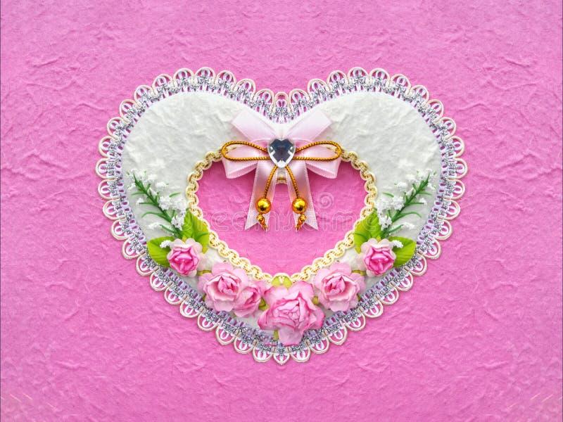 Форма искусственного сердца бумаги цветка розы пинка на розовой предпосылке цвета стоковое фото rf