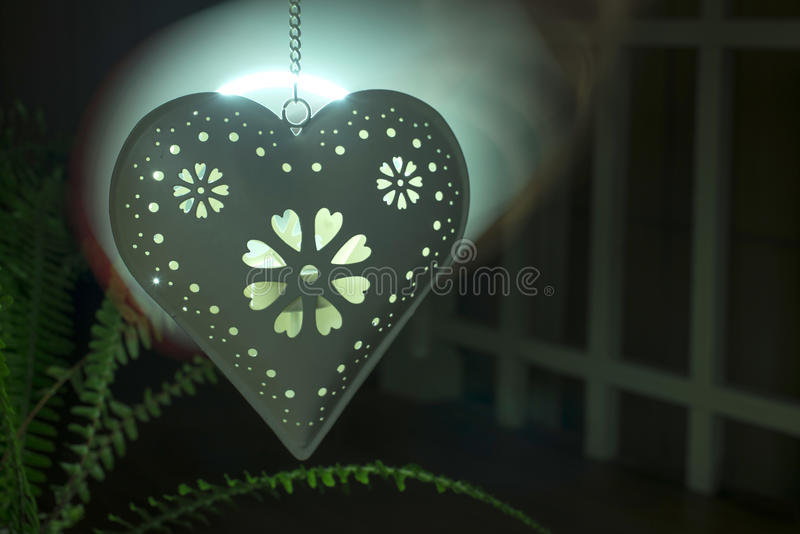 Форма и свет сердца от свечи стоковое фото rf