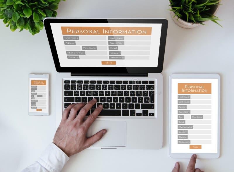 форма персональной информации столешницы офиса онлайн стоковое фото