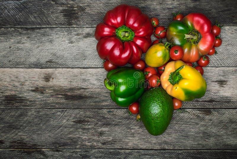 Форма сердца овощей как здоровая концепция еды стоковое изображение