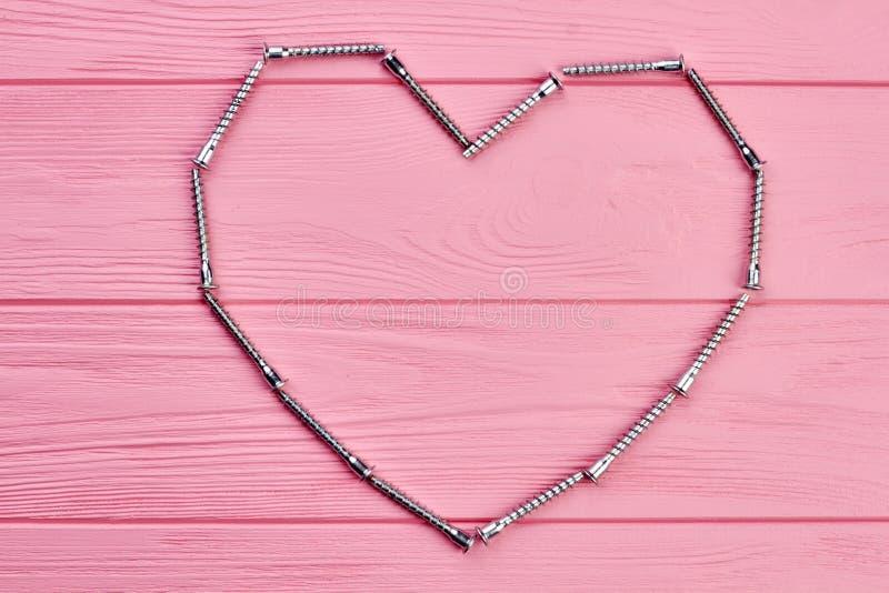 Форма сердца сделанная ногтя металла обрамляя стоковые фотографии rf