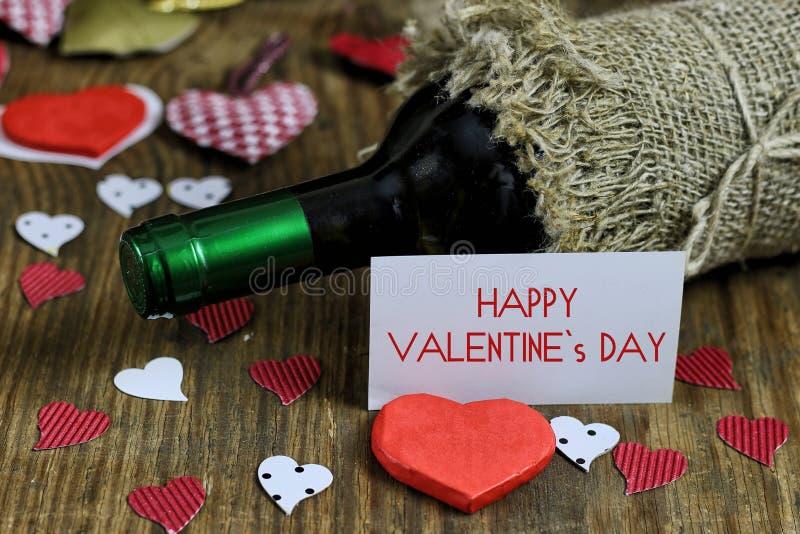 Форма сердца влюбленности вина таблицы стоковое изображение rf