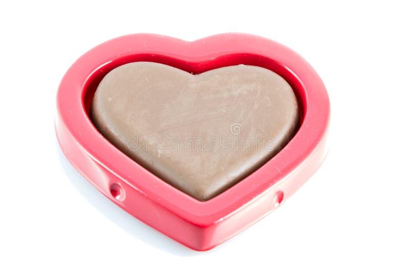 Форма сердца шоколада золотая на красной коробке стоковая фотография