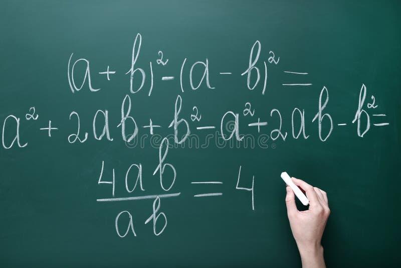Формулы математик сочинительства руки стоковое фото rf
